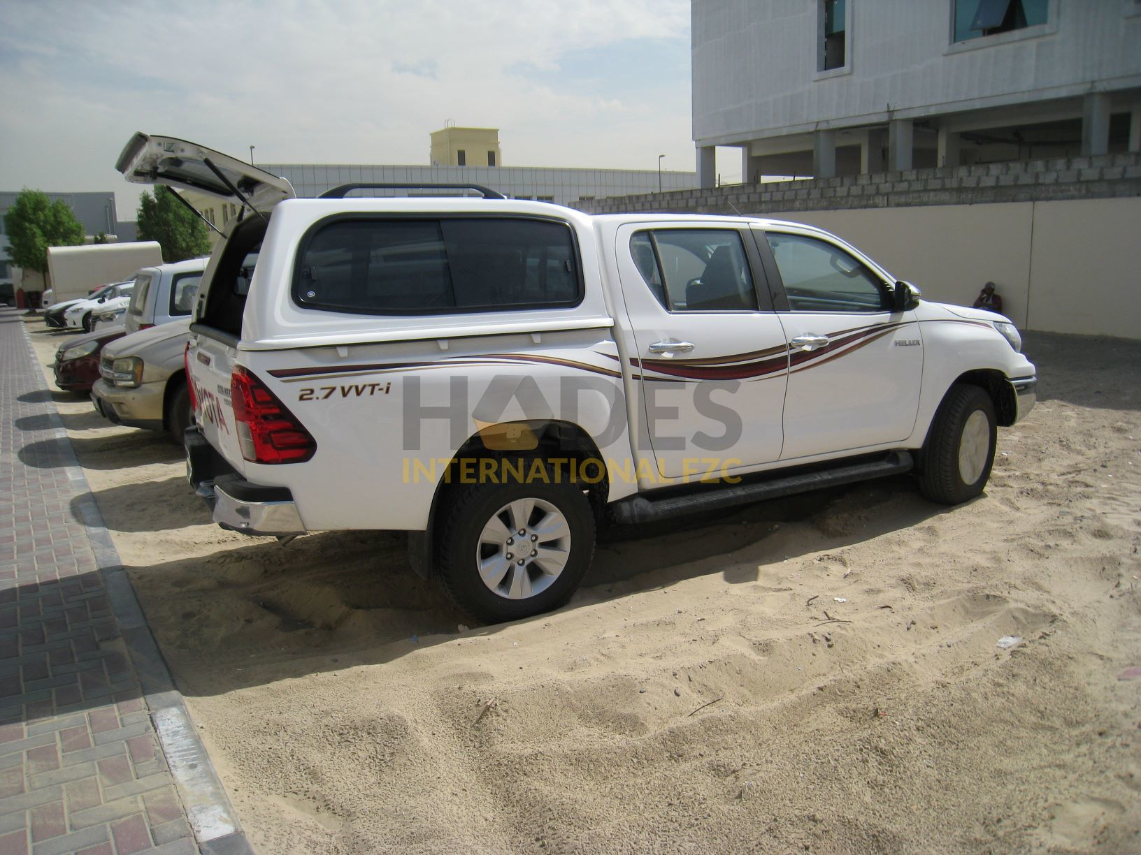Toyota Hilux 2.7L Petrol, 4×4 Manual/T With Canopy 2020 model